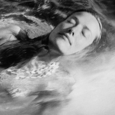 Tatjana Floating©Nomi Baumgartl